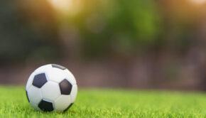 voetbalmoeder, stoere moeder langs de zijlijn