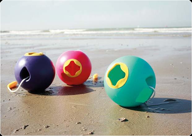 quut, strandspeelgoed, ronde bol, ronde emmer