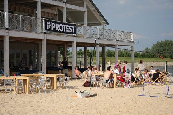 wavesurfer, dagje strand met kinderen, leuk strand voor kinderen