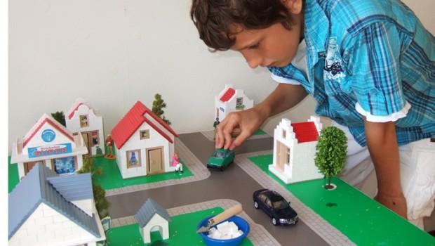 Brickadoo, huisjes bouwen met cement, bouwen met brickadoo, brickadoo speelgoed