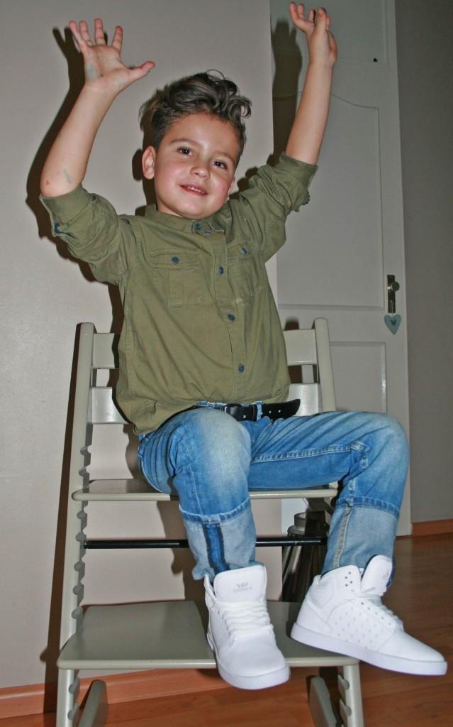Witte sneakers voor kinderen, hippe kindersneakers, supra sneakers, witte sneakers van supra, kindermode, boyslabel
