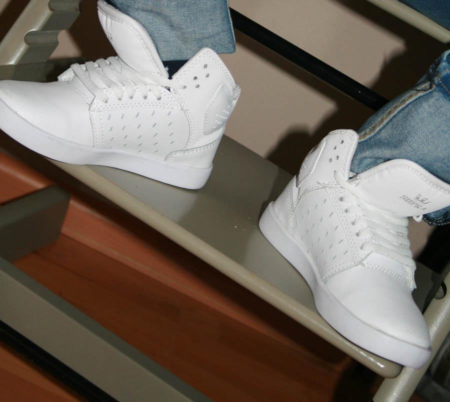 jongensschoenen, Witte sneakers voor kinderen, hippe kindersneakers, supra sneakers, witte sneakers van supra, kindermode, boyslabel
