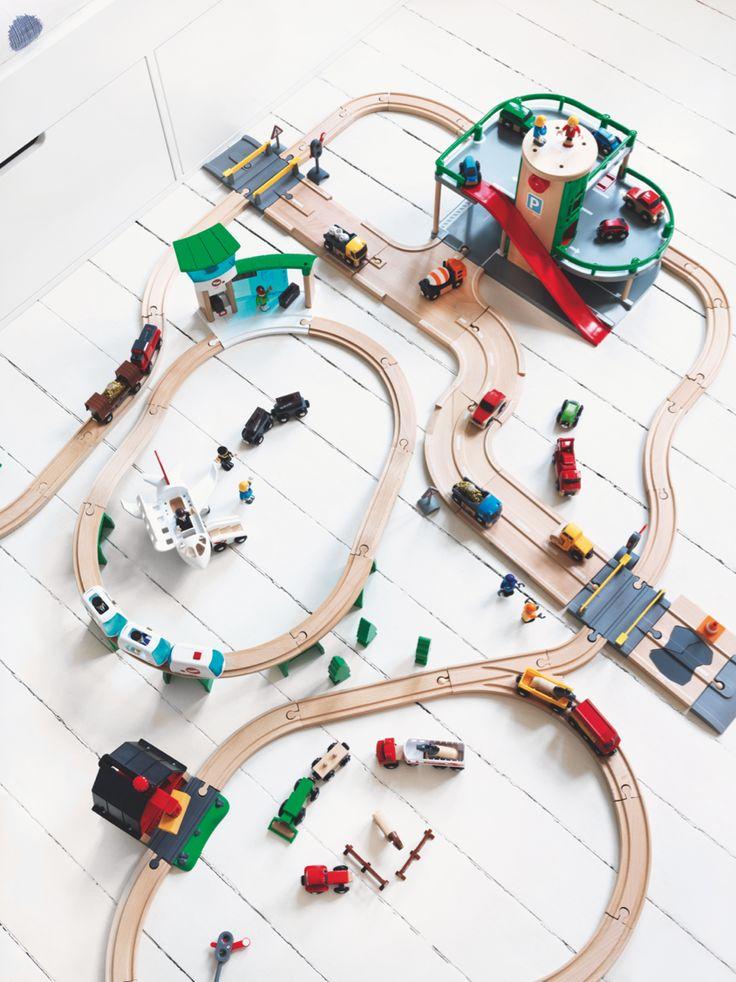 jongenskamer, houten treinbaan, kinderkamerstyling, stoere jongenskamer, leuke kinderkamer kleine jongens