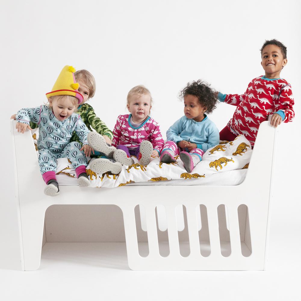 jäll-tofta-Babybedje-Rocky, tomenlilly.nl, tom en lily kinderkamer, babykamer, originele meubels babykamer, unieke meubels kinderkamer