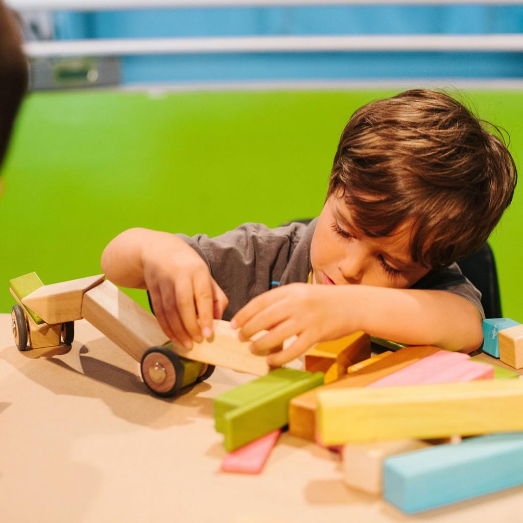 speelgoed kiki, duurzaam speelgoed voor kinderen, tegu speelgoed, magnetische houten blokken