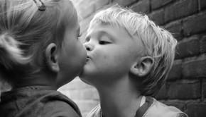 Meisjes plagen kusjes vragen, mamablog, boyslabel, opvoeden, ouders en kinderen