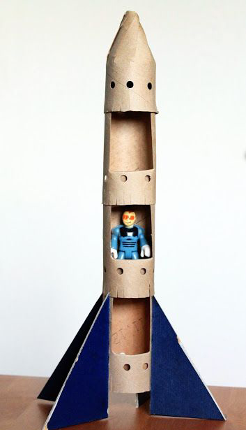 DIY speelgoed van karton, carboard DIY, speelgoed raket