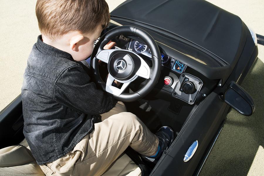 elektrische kinderauto als verjaardagscadeau review. Black Bedroom Furniture Sets. Home Design Ideas