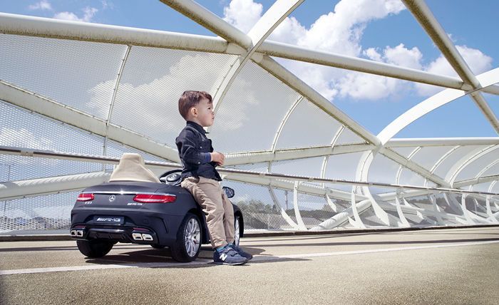 elektrische kinderauto als verjaardagscadeau review boyslabel. Black Bedroom Furniture Sets. Home Design Ideas