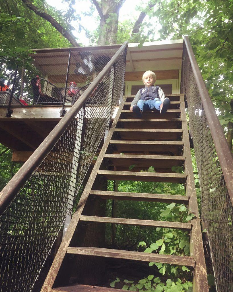 boomhutovernachting, overnachten in een boomhut, weekend weg met jongens, jongensdroom, overnachten in de natuur