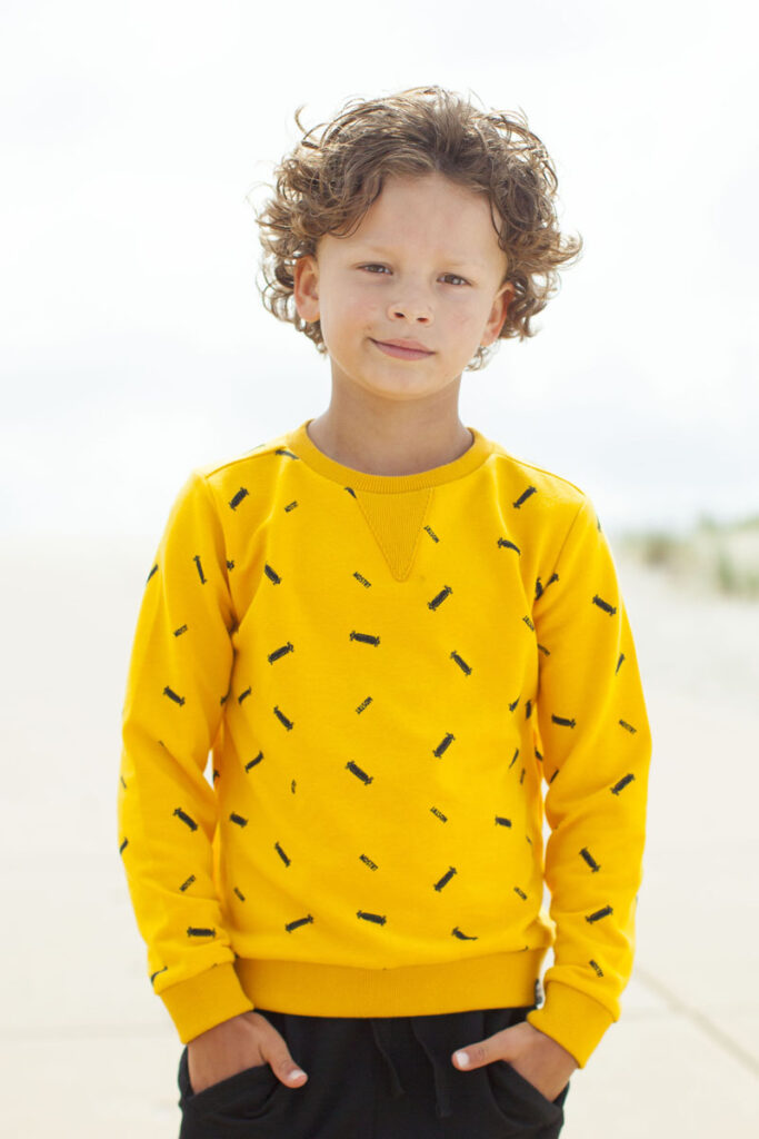 gele sweater jongen, kindermode zomer 2020