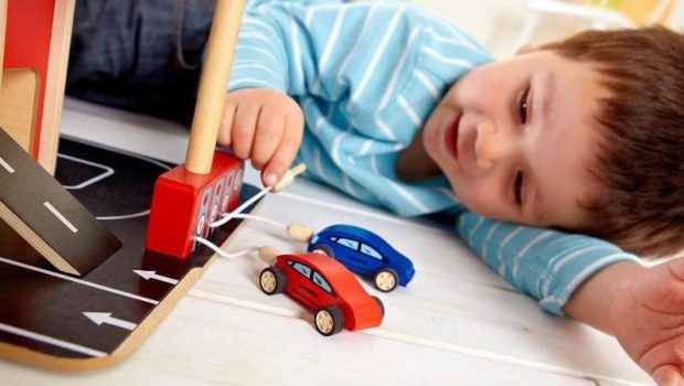 houten speelgoed, houten speelgoed voor jongens, speelgoed garage