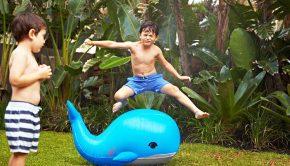 waterspeelgoed, zomerspeelgoed, happy-opblaasbare-moby-dick-sproeier