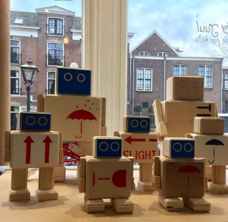 jut en juul, rijkswachters, houten robots