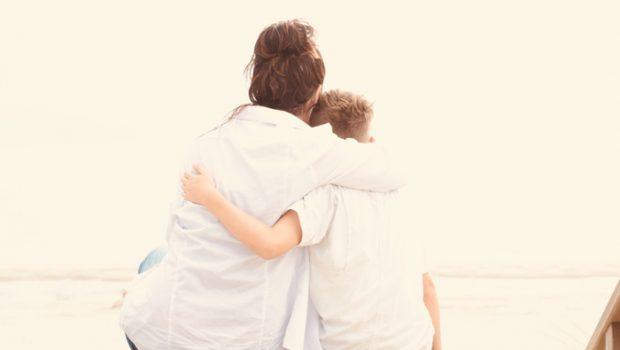 afscheid nemen zoon, op vakantie met zijn vader, gescheiden ouders, mamablog, boyslabel