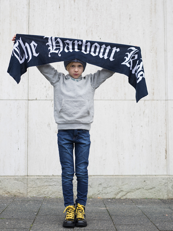 01 Scarf-Boys-TheHarbourKids-the-harbour-kids, the harbour kids, stoere jongens, blauwe muts, blauwe beanie, blauwe sjaal, jongenskleding