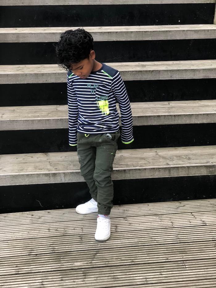quapi review, Quapi kidswear, quapi, quapi boys, army pants, gestreept shirt, witte sneakers