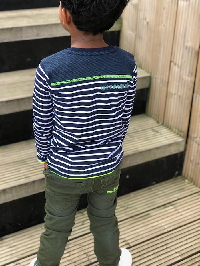quapi review, Quapi kidswear, army pants, gestreept shirt, witte sneakers