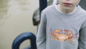 TheHarbourKids_28, the harbour kids, jongenssweater, grijze sweater, krab print, afbeelding krab, stoere jongen, jongenskleding
