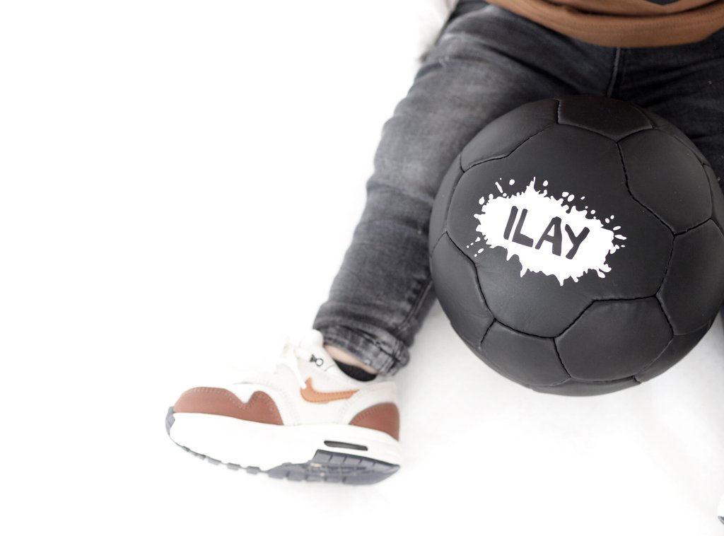 bal van pauline, bal met naam, zwarte bal, uniek speelgoed, uniek jongens cadeau, hip speelgoed, boyslabel, jongensspeelgoed