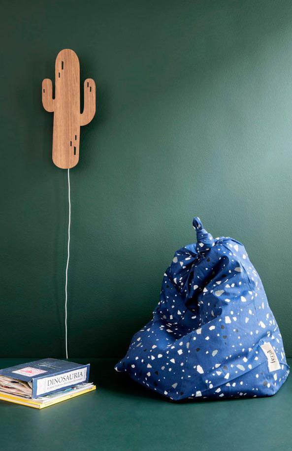 inrichten van de jongenskamer, muurlamp, cactus thema kinderkamer, groene muur kinderkamer