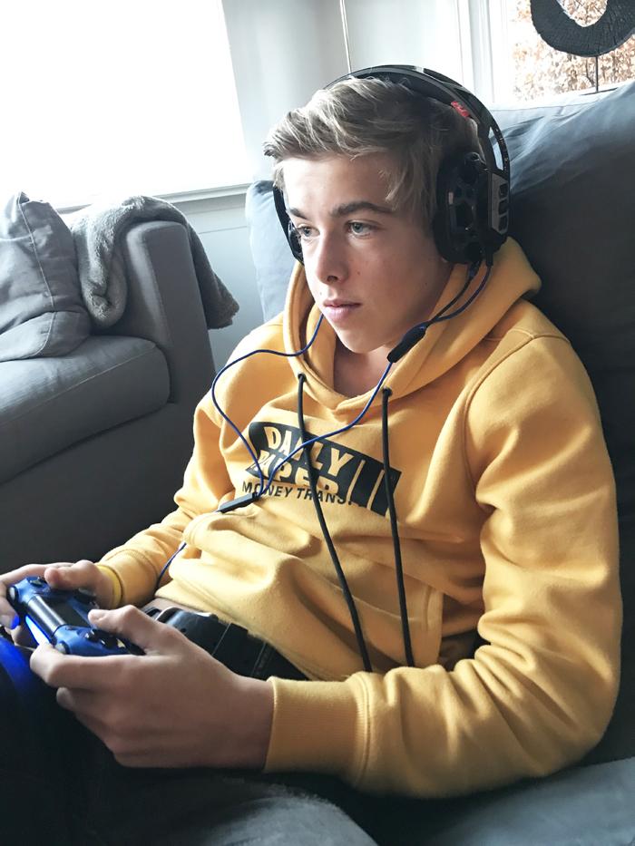 veilige gaming headset voor kinderen, plantronics headset PS4, PS4 headset, koptelefoon