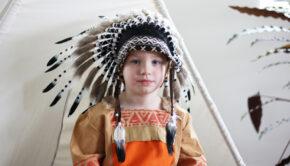 Waarom is verkleden goed voor de ontwikkeling van mijn kind, indianenpak, souza, verkleden, review boyslabel