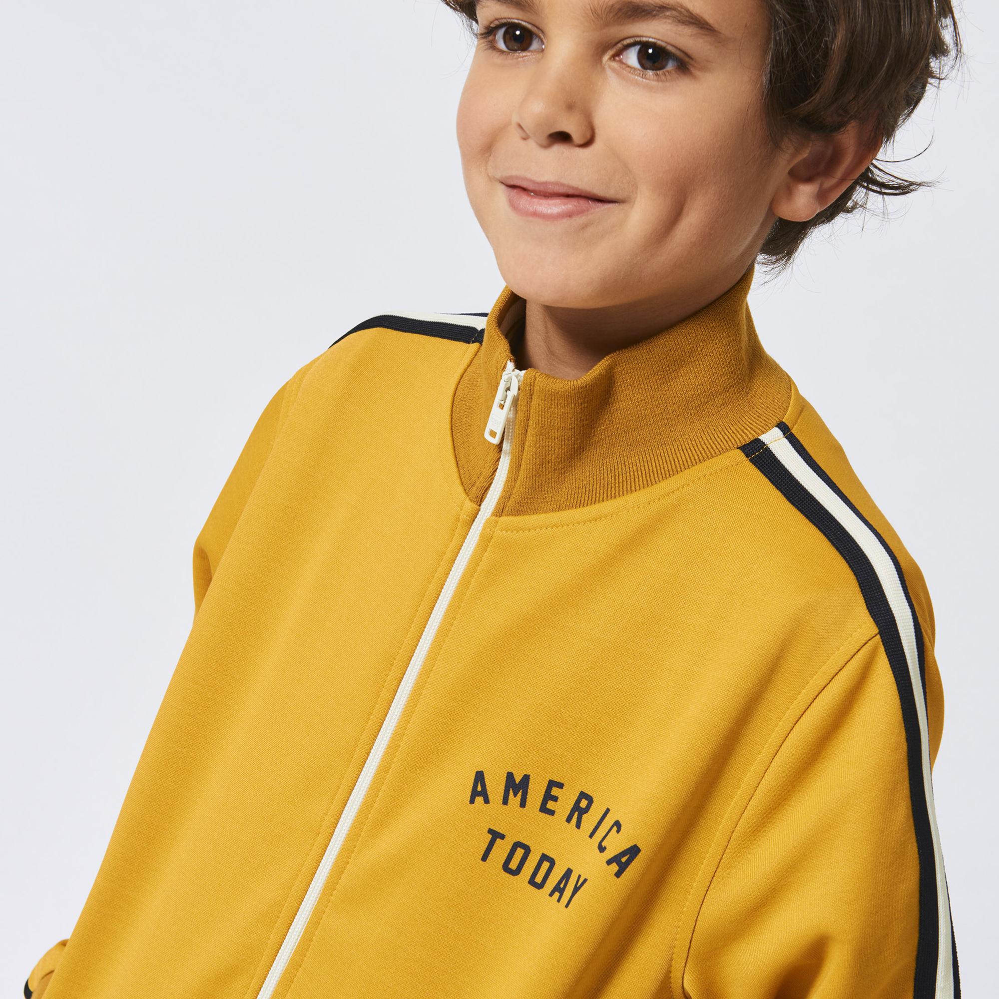 geel jongensvest, geel vest, gele kinderkleding