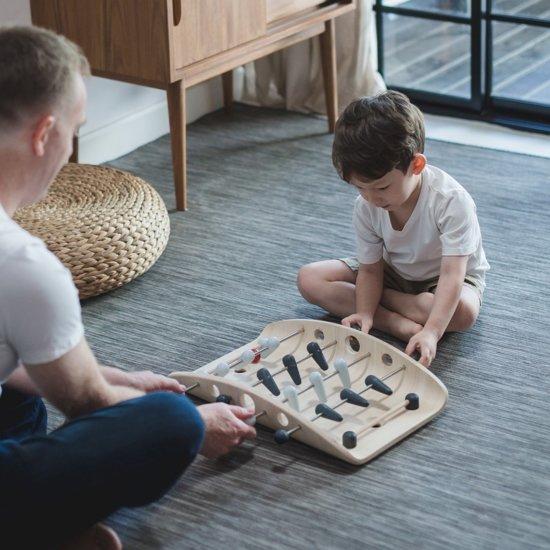cadeau jongen 4 jaar, tafel voetbaltafel, plantons, houten voetbal tafel