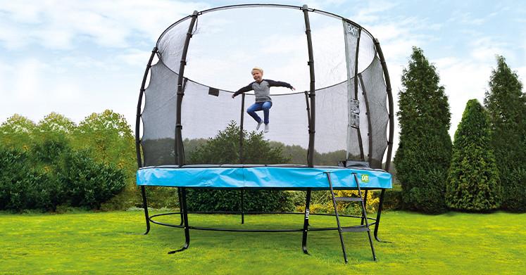 mega trampoline, super grote trampoline, exit trampoline, buitenspelen