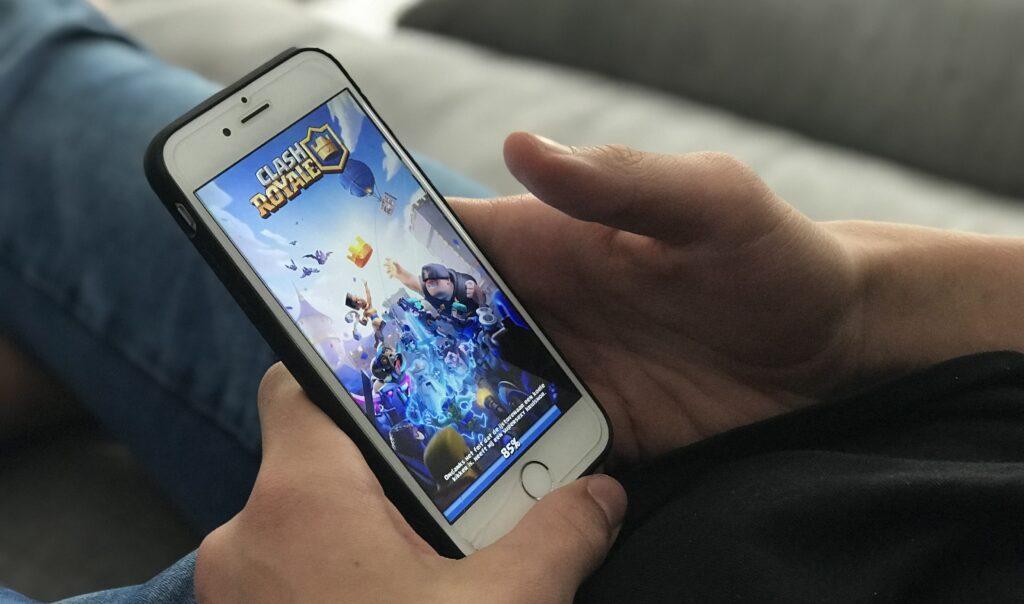 clash royal,brawl stars, leuke mobiele games voor kinderen, leuke apps voor kinderen, mobile games