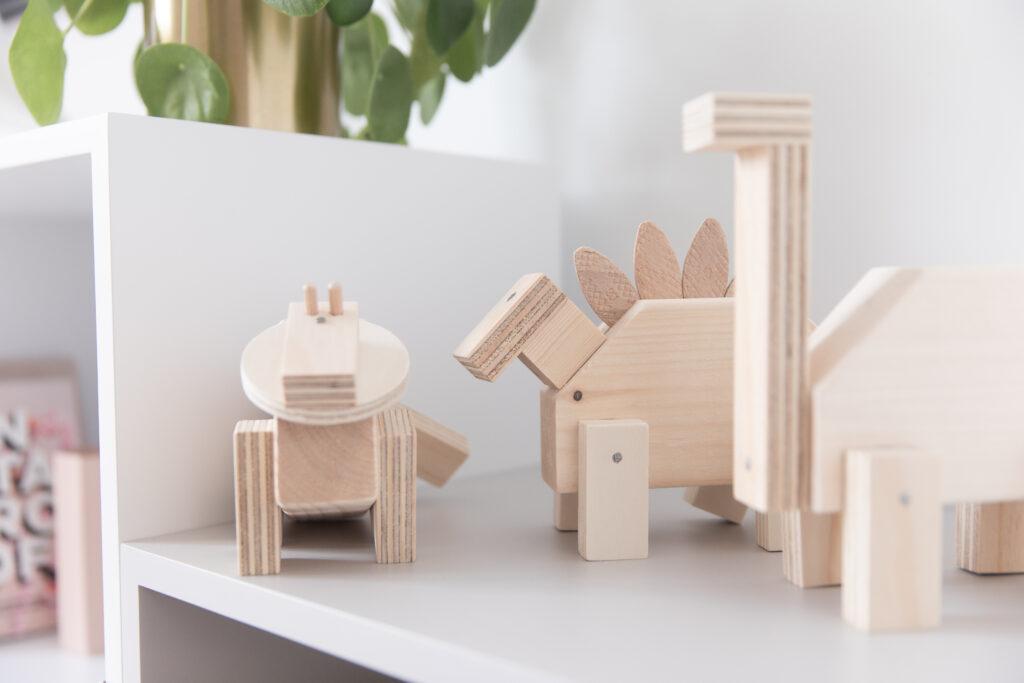 houten dino maken, houten robots maken, robot poppetjes maken, houten kinderfeestje, dino bouwpakket, robot bouwpakket hout