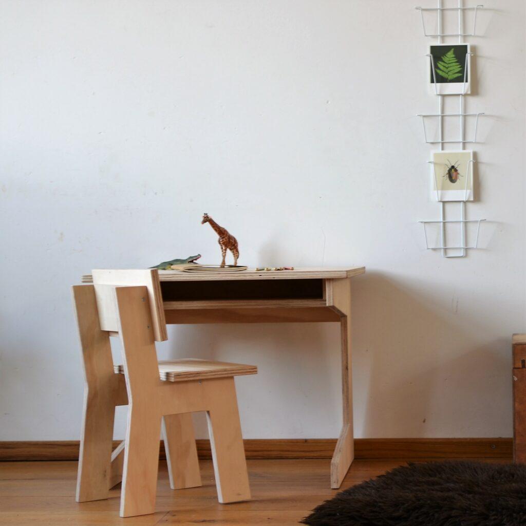 kinderbureautje, houten bureau kind