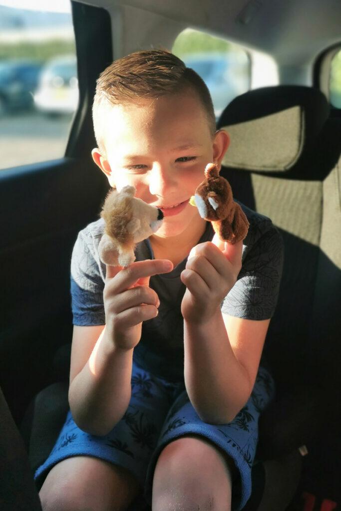 breakzy, Kinder verrassing voor onderweg, lange autorit, vakantie tips, kinderen achterbank auto