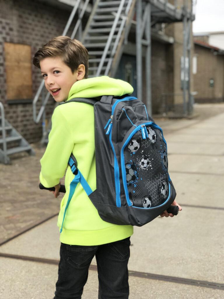 Rugzak met voetbal print, schooltas met voetbalprint, voetbal tas kind, boyslabel , bristol, nieuwe schooljaar, back to school