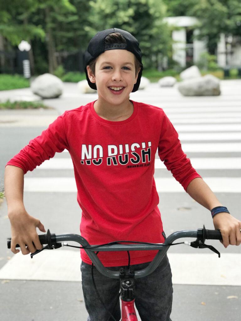 kinderkleding winnen, rode longsleeve jongen, rood shirt jongen, kinderkleding, indian blue jeans, kindermodeblog, boyslabel