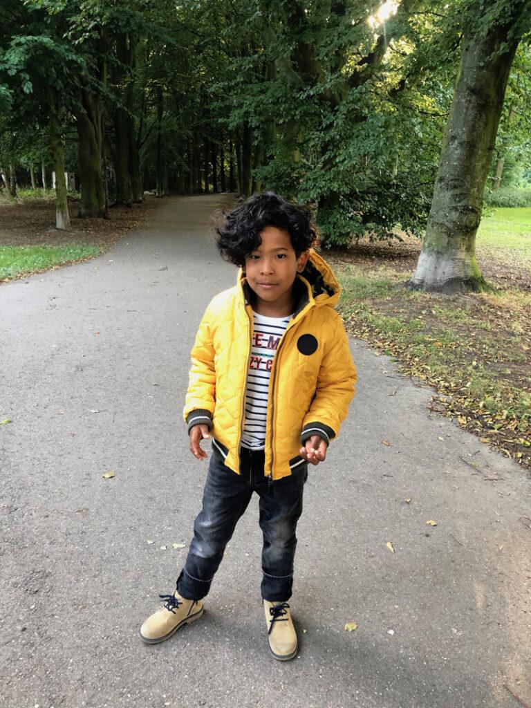gele jongensjas