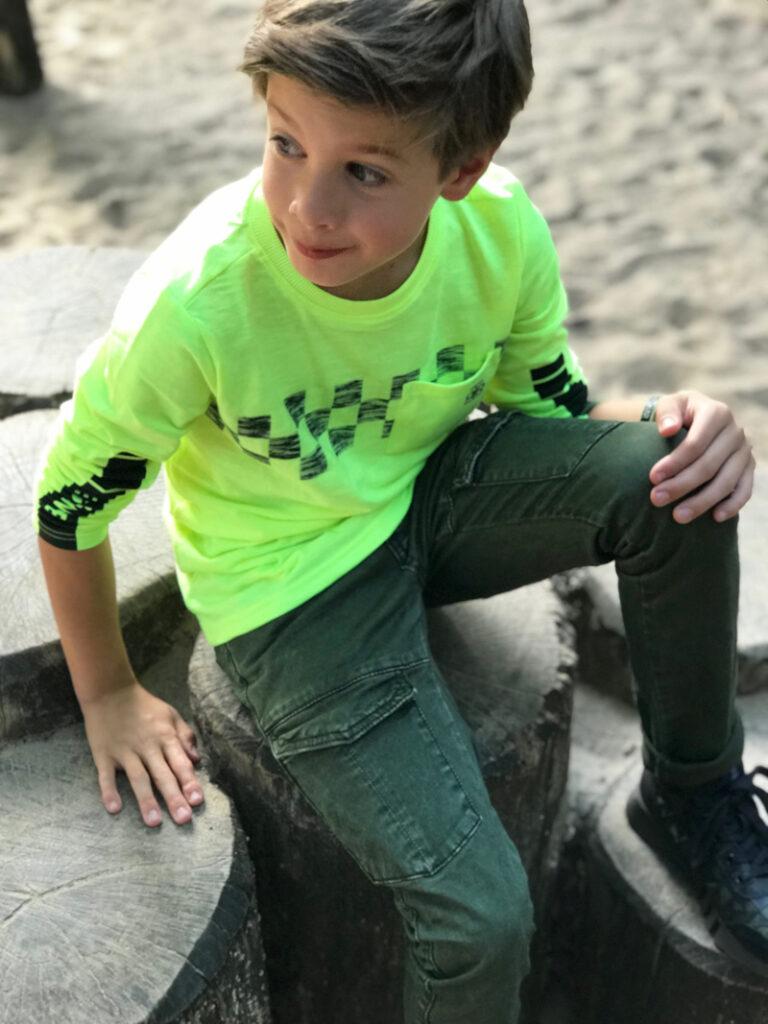 neon kinderkleding, retour jeans kinderkleding, neon tshirt jongen, groene broek jongen