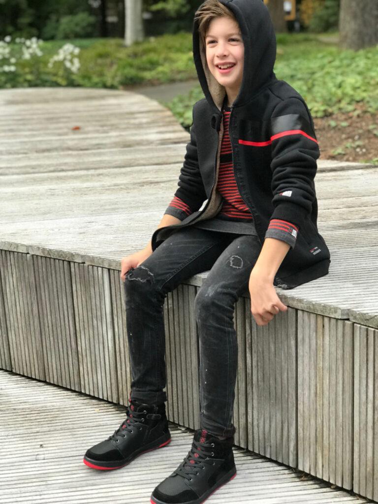 zwarte sneakers, stoere jongens sneakers