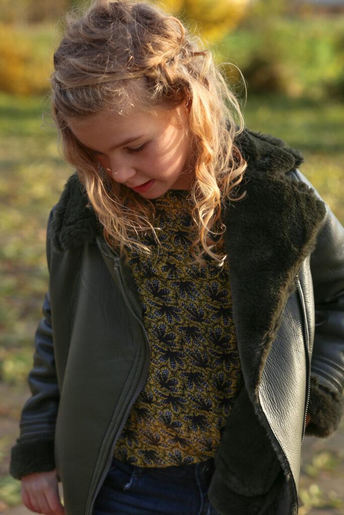 Stoere meisjeskleding, kindermodeblog, retour denim de luxe, stoere meisjes outfit, leahter look jasje meisjes, groen leren jack meisje