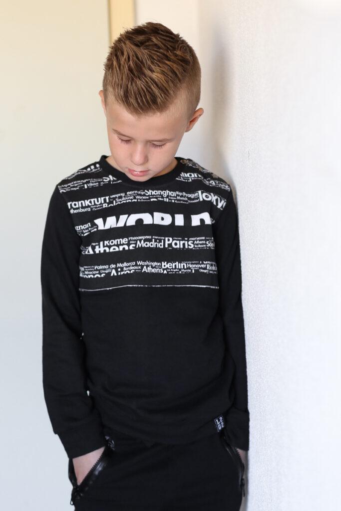 zwarte sweater jongen, zwarte trui jongen, stoere sweater jongen, legends22, duurzame sweater jongen, duurzame kinderkleding, zwart wit sweater