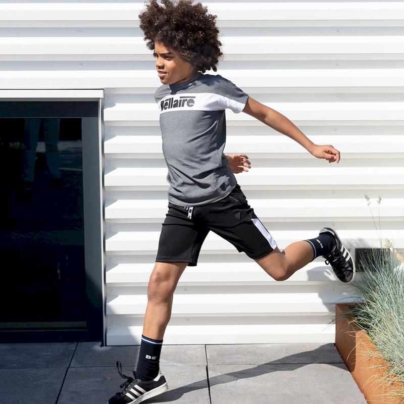 bellaire kleding, outfit of the day, sportieve jongenskleding, zomeroutfit jongen, zwarte korte broek jongen, tshirt jongen, jongenskleding online bestellen