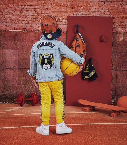 z8, gele broek jongen, stoer spijkerjack jongen, outfit of the day jongen, boyslabel