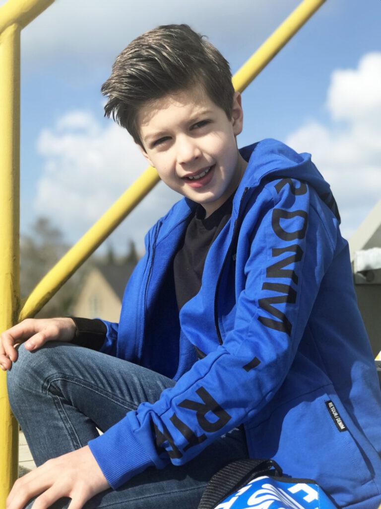 coole jongens outfit, jongenskleding, online jongenskleding kopen, jongenskleding webshop, retour jeans online kopen, jongenskleding maat 140, blauwe jongenskleding