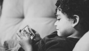 Op welke leeftijd geef je je kind een smartphone of tablet