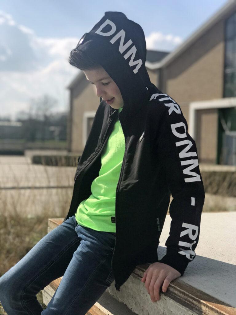 zwart vest jongen, stoere jongenskleding, retour jeans review, retour denim de luxe review, kinderkleding review