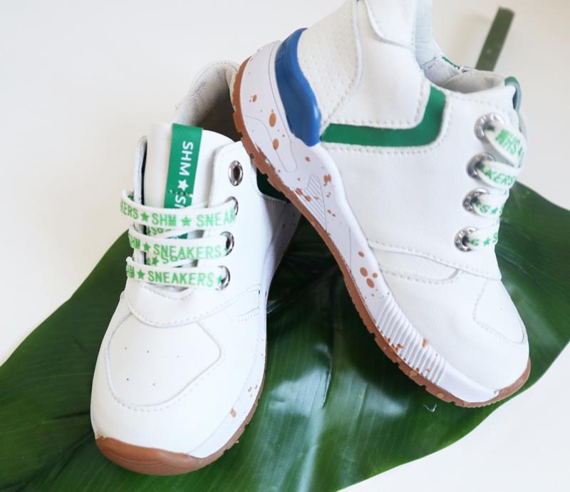 Veel kindervoetjes belanden in de verkeerde schoentjes, waar moet je op letten bij aanschaf kindersneakers, sneakertjes, sneakerbaas