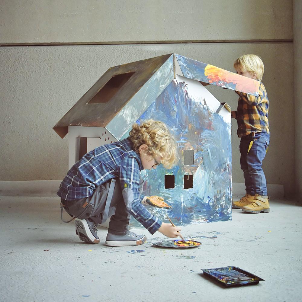 kartonnen huis, binnen spelen, binnen blijven