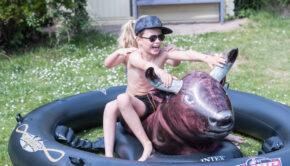 opblaasbare stier, stier voor in zwembad, buitenspeelgoed, inflatabull, opblaasbare rodeo stier