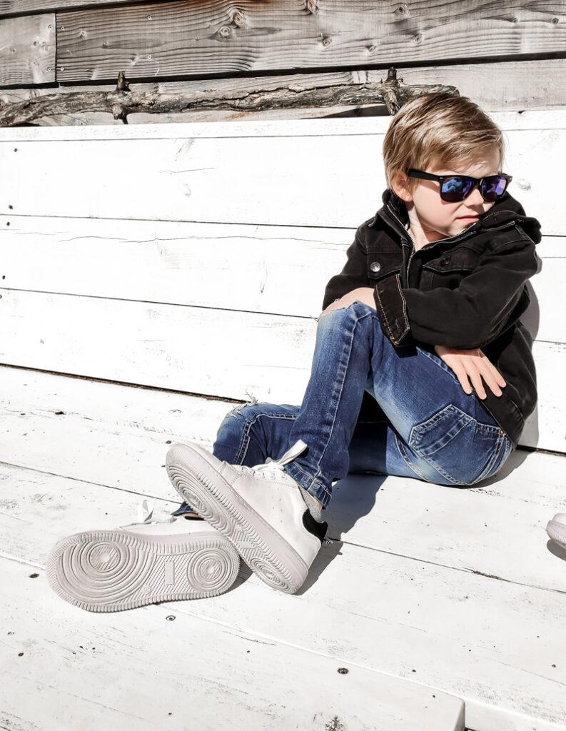 witte sneakers, witte jongens sneakers, witte gympen jongen, witte sneakers voor jongens, wit met zwarte sneakers kind